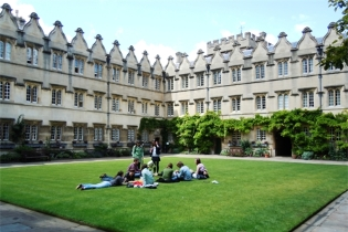 Tabere internationale cu plata in rate, Jesus College, University of Oxford