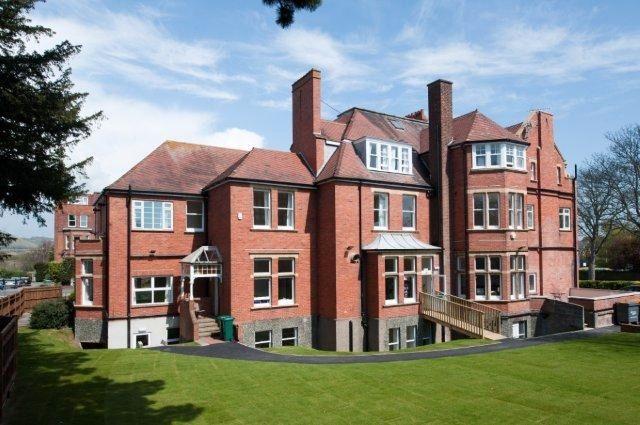 Earlscliffe College - UK