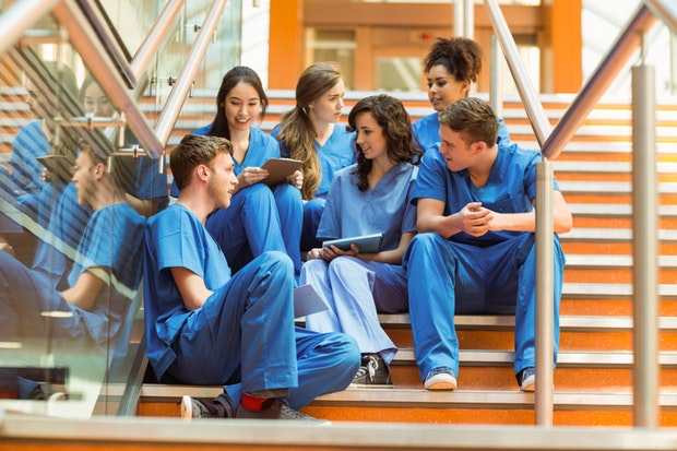 Vrei sa studiezi medicina in UK? Mirunette iti este alaturi!