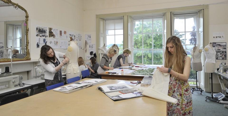 Arta de a deveni student in UK cu Mirunette!
