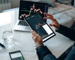 cambridge oxford academic online study programme economics and finance.jpg